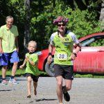 Maraton voittaja saapuu maaliin